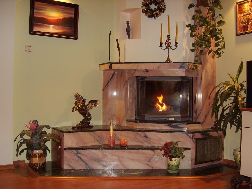 Камина 801 Нина горивна камера Blanzek, облицовка от розов мрамор